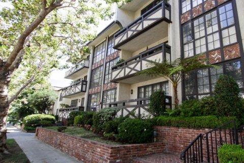 133 S Oakhurst Beverly Hills