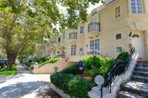 Almont Townhomes Beverly Hills