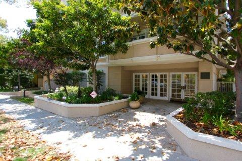 Fleur De Lis at Oakhurst Beverly Hills