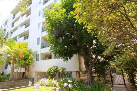 Oakhurst Condominiums Beverly Hills