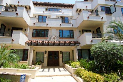 Oakhurst Court Beverly Hills