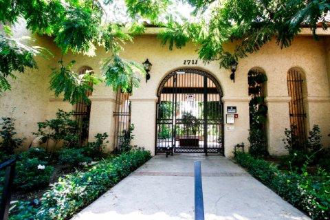 Villa De Los Reyes Burbank California