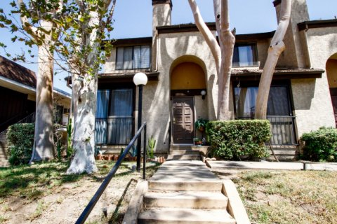 Elk Townhomes Glendale California