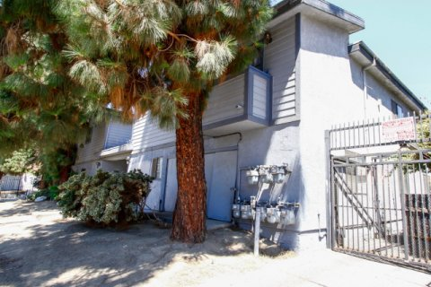 8806 Willis Ave Panorama City California