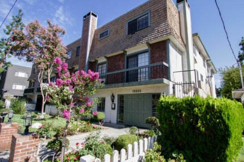 15322 Weddington St Sherman Oaks
