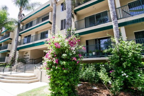 Country Club Condominiums Sherman Oaks