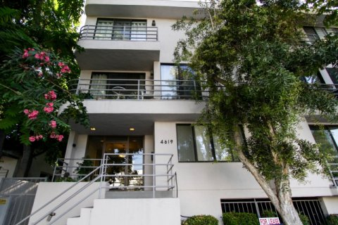 Kester Villas Sherman Oaks