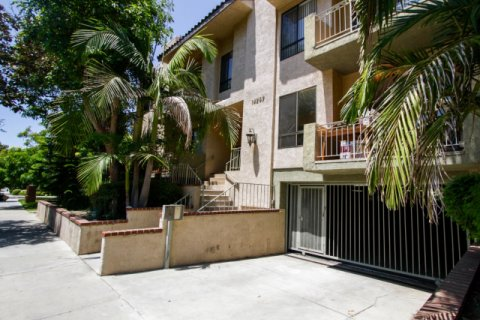 Riverside Villa Sherman Oaks