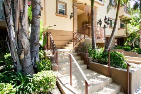 Villa at Vista Del Monte Sherman Oaks