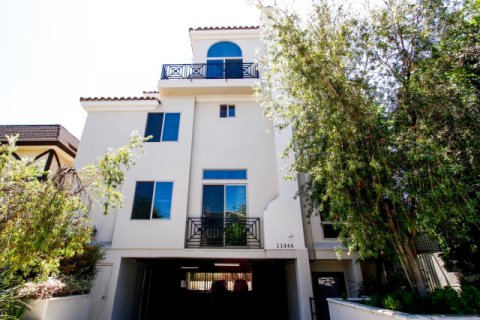 Moorpark Townhomes Studio City