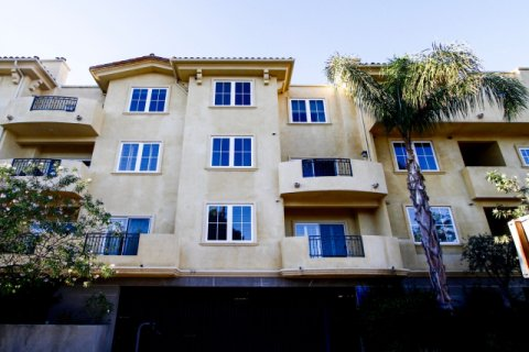 Villa Tuscana Studio City
