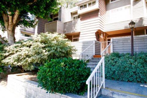Keswick Villas Winnetka California