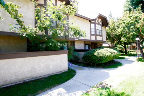 Valley West Townhomes Winnetka California