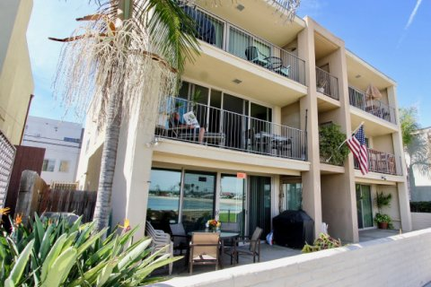 Manhattan Condominiums Mission Beach