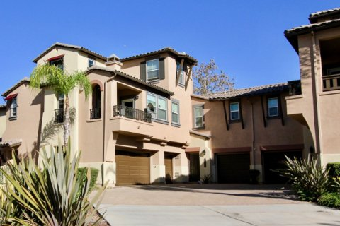 Courtyards at Escala Mission Valley
