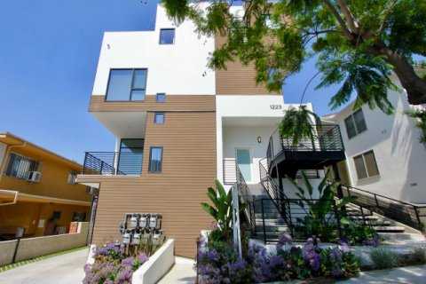 1223 Larrabee west hollywood