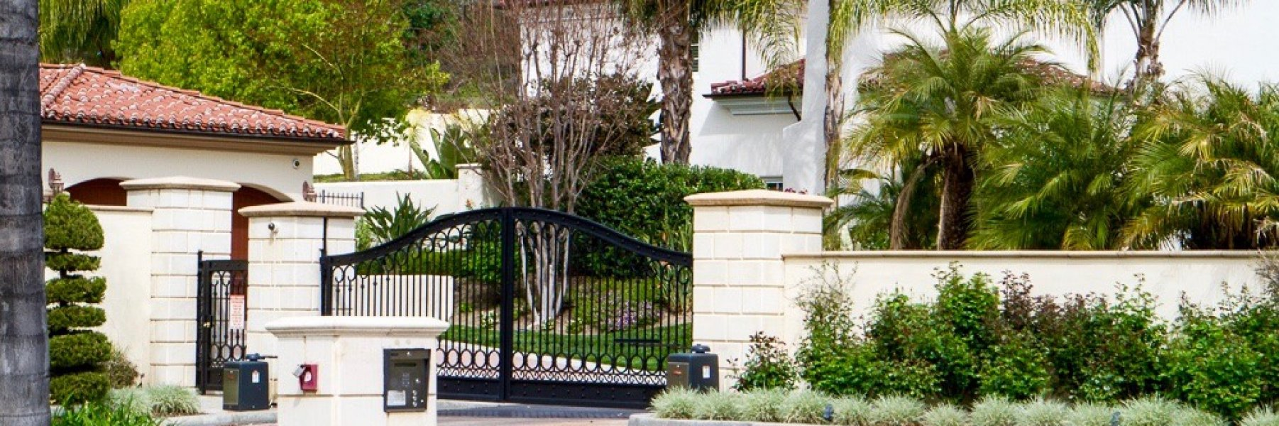 Monte Verde Estates is a community of homes in Tarzana California