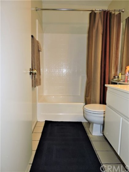 A hallway full bathroom for the 2nd bedroom or guests.