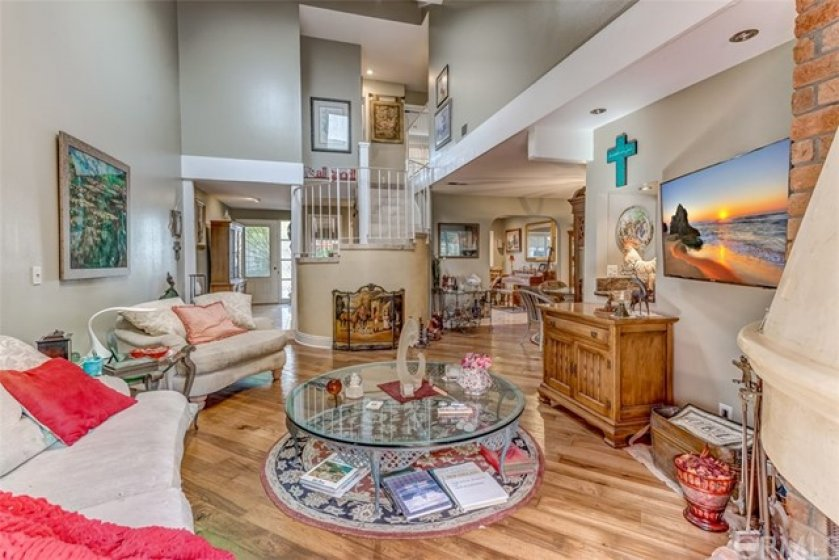 EXPANSIVE OPEN  LIVING, SO PLEASANT . JUST RELAX. NOTE THE CIRCULAR STAIRWELL TO MASTER BEDROOM