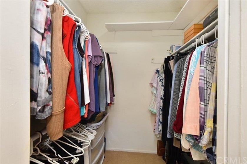 Spacious walk-closet