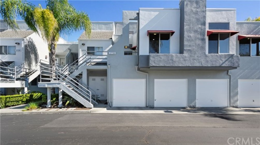 Hillcrest Village condo just steps from Saddleback college and the Shops at Mission