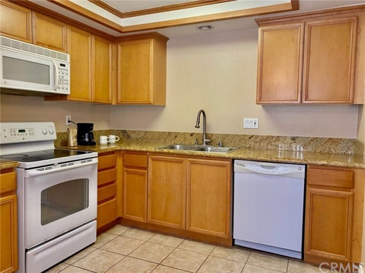 Cabinets in Excellent Condition