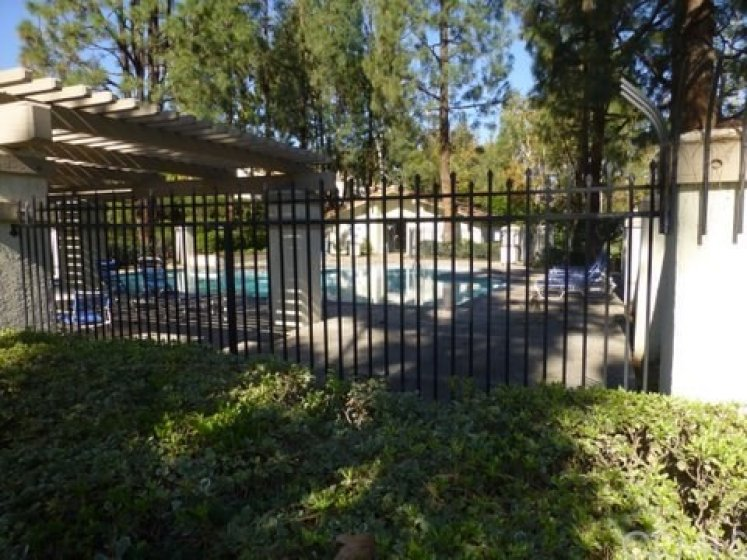 2 Community pool , spa , & clubhouses
