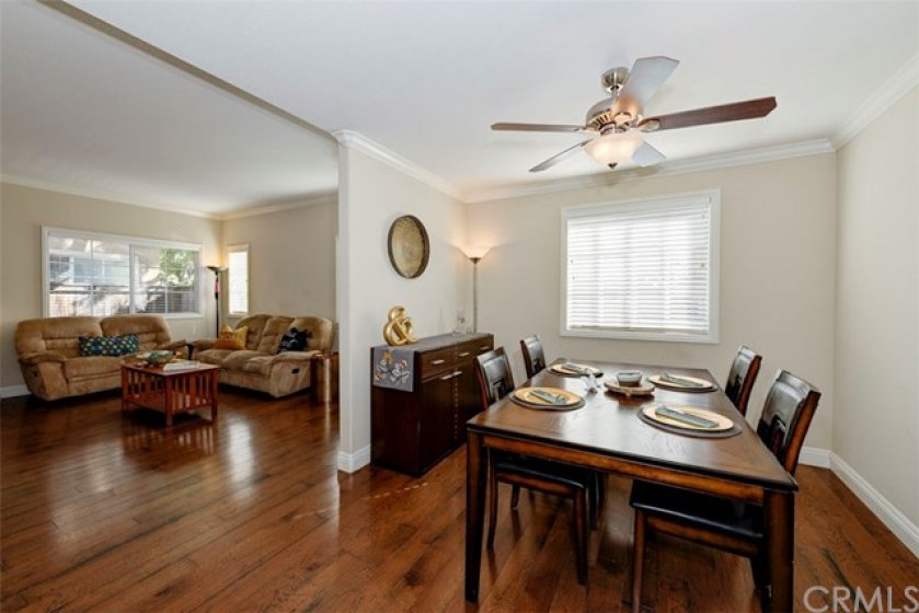 Dining room...great for large family gatherings!
