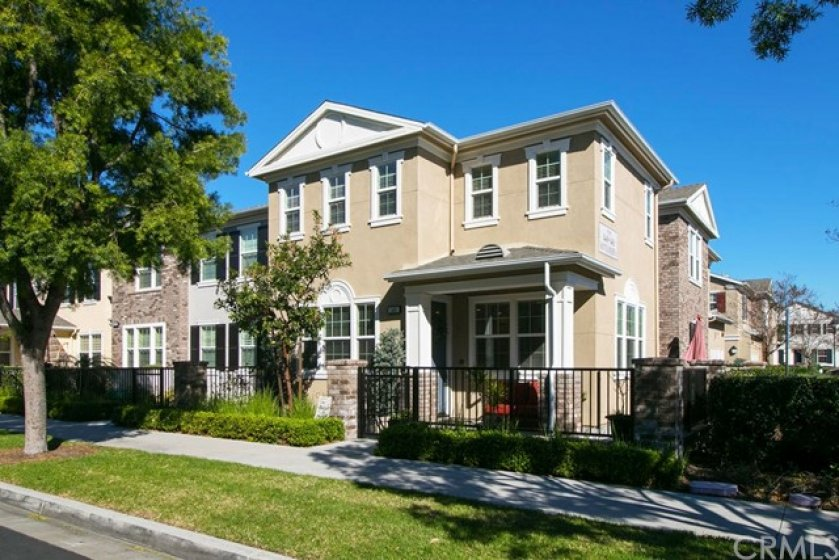 This end unit home has great lighting with side windows as well as front windows, lives like a single family home..