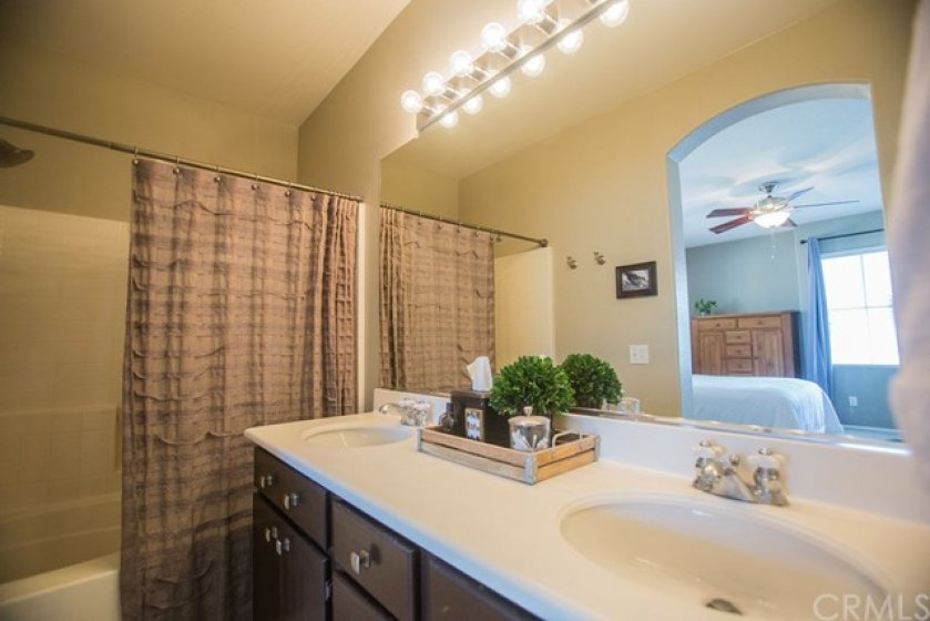 The master also features a lovely vanity and a tile floor.
