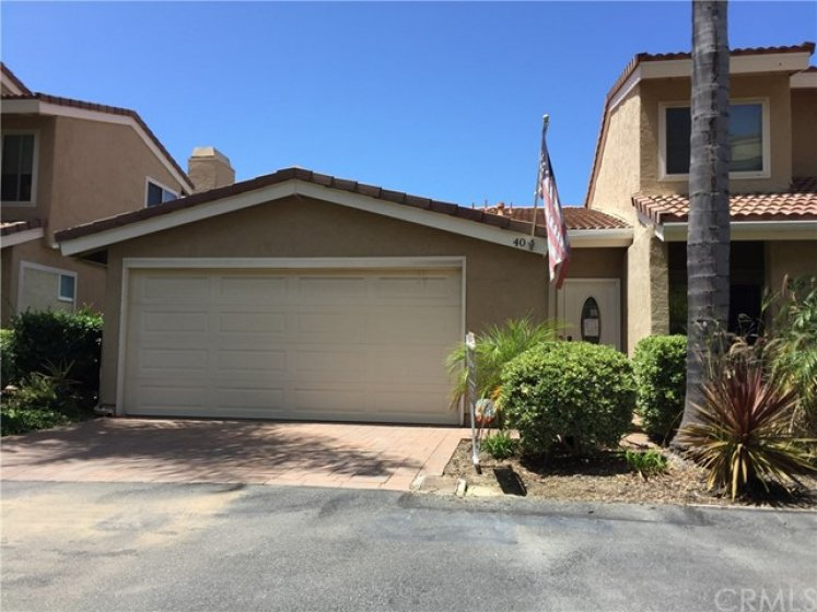 40 Vista Encanta. 8 homes away from the Assoc pool, spa and sports court. 2 car attached garage with direct access. Only 1 attached wall.