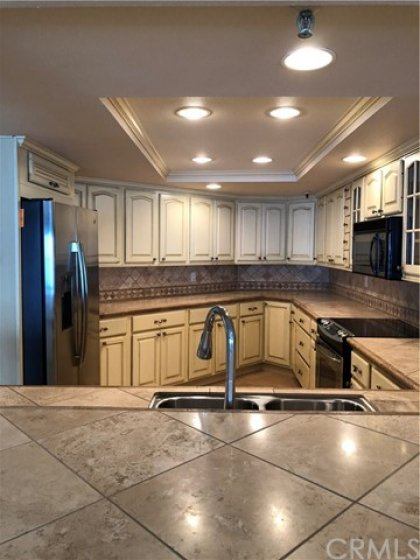 Very high end cabinets, stainless steel appliances, you can talk to guest while cooking and see ocean of course!
