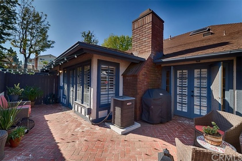 Brick paved back patio, with access from Kitchen Nook and Living Room.