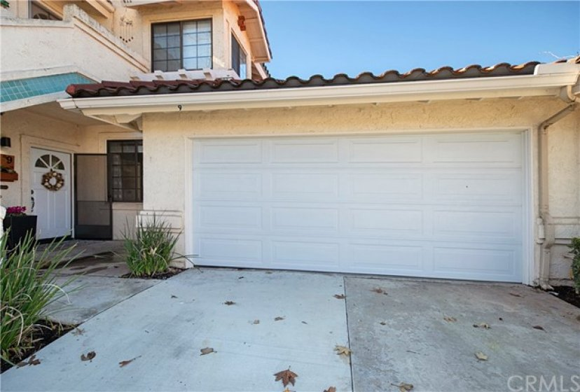 Desired Floramar community. This unit has its own driveway and 2 car garage.