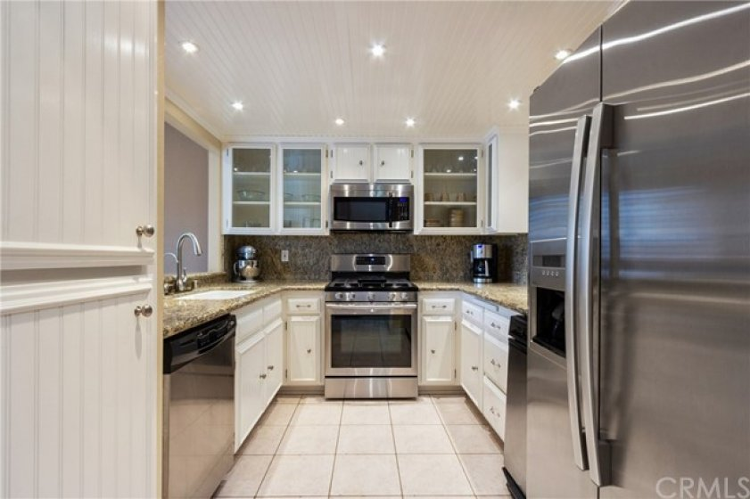 This spotless kitchen is ready!
