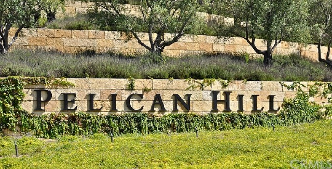 The renown five-star Pelican Hill Resort with its exceptional restaurants and ocean front golf course are minutes away.
