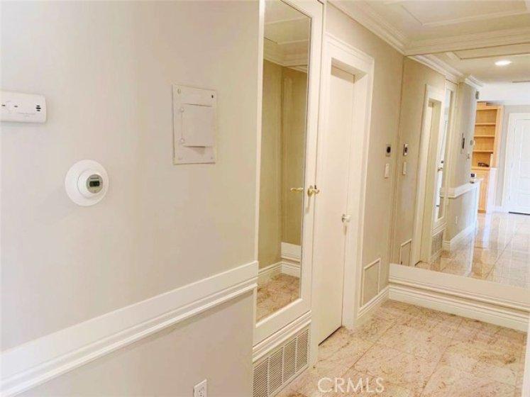 Mirror wall and mirror door