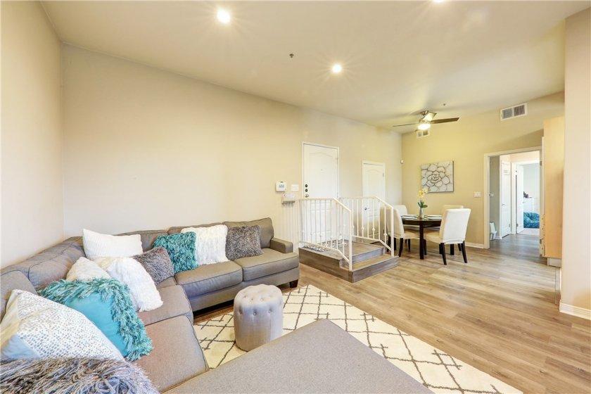 7033 La Tijera - Living room