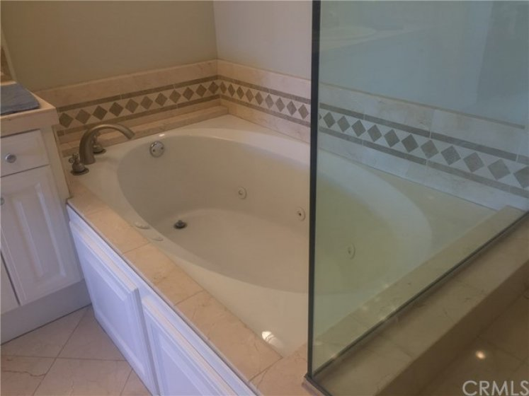 Jump in and enjoy the Spa Tub in your Master Bathroom with 6-jets.