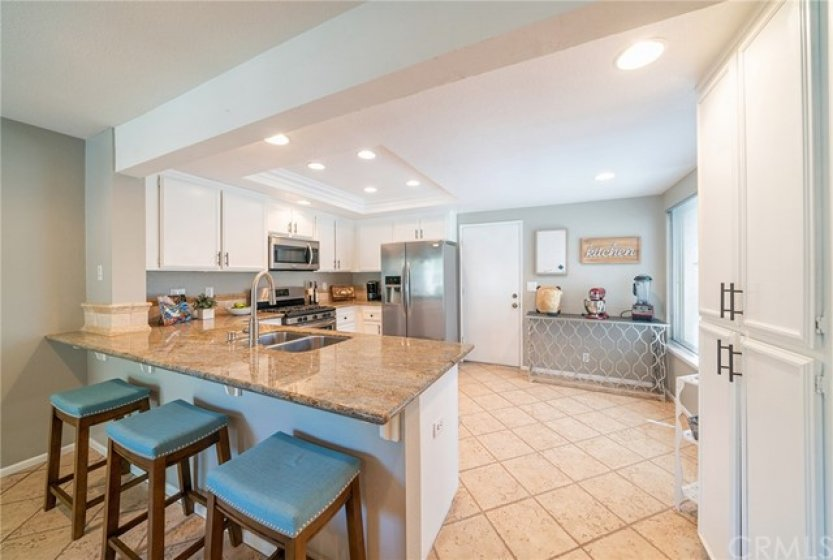 Large Kitchen with Breakfast Island