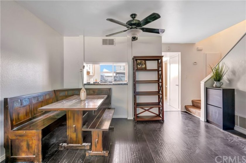 Breakfast Nook/Dinning Area with a kitchen bar!