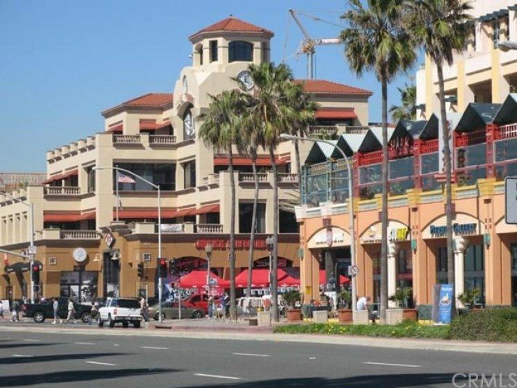 Downtown Main Street, plenty of restaurants, shopping and walking.