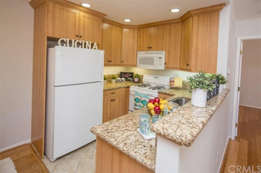 refrigerator included, recessed and under cabinet lighting