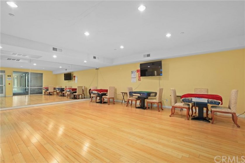 16-Recreation room can have party and play mahjong tables