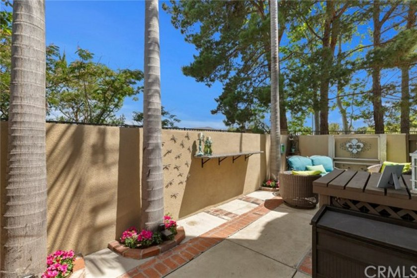Backyard with brick runners- Granite counter top ideal for bar stools- View towards mountains