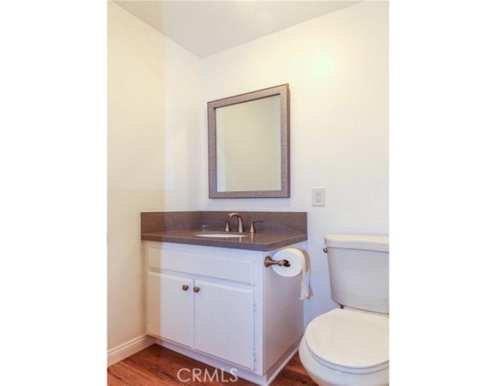 PRETTY HALF BATHROOM.