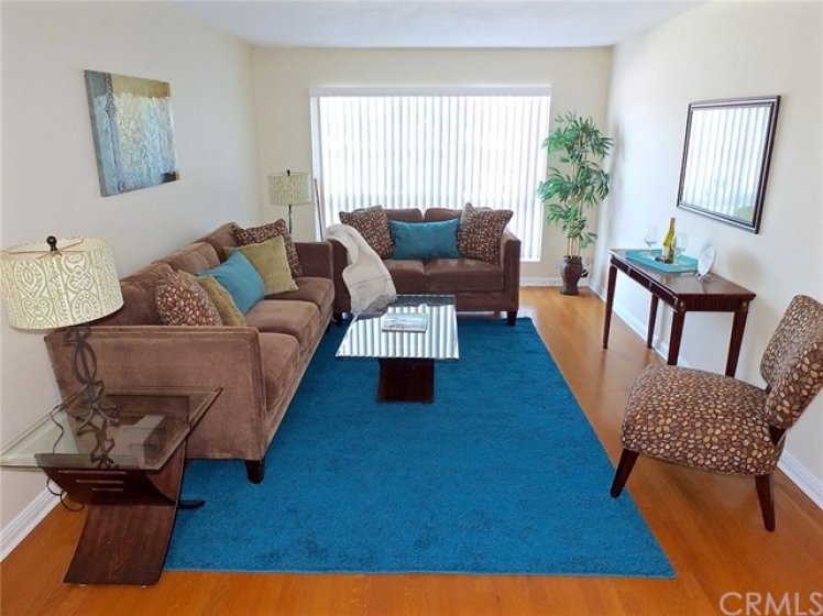 Large living room with space for entertaining!