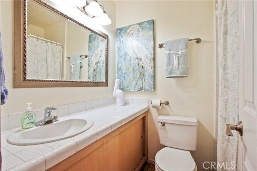 Hall bath with tub / shower