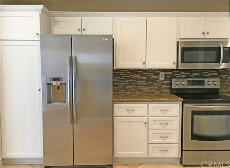 Kitchen with negotiable refrigerator