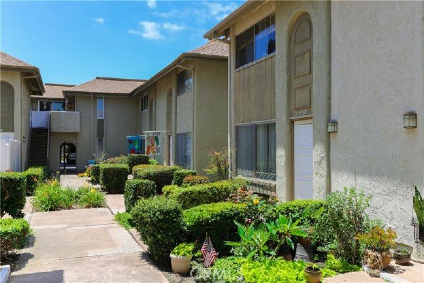 Welcome to 9587 Pettswood Drive in Huntington Beach !